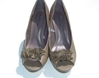 "Madden Girl Ecru Ruffle Detail on Vamp Platform 4 1/2"" High Heels Size 10"