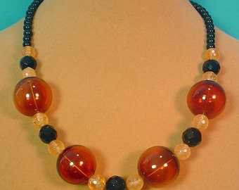 """Add a POP of color to your wardrobe with this 18"""" necklace and earrings set - S031"""