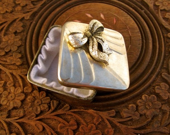 Jewellery box with small bow