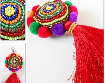 Beauty Colorful Keychain, Beadwork, Pom poms and Tassel, Zip Pull, Bag Accessory Decoration Handmade. (AC1070)