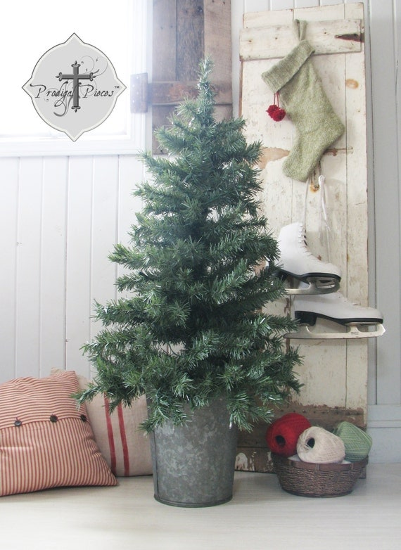 Vintage Large Farmhouse Galvanized Sap Bucket ~ Perfect for your Chistmas tree or adding some rustic decor ~ 2 sizes