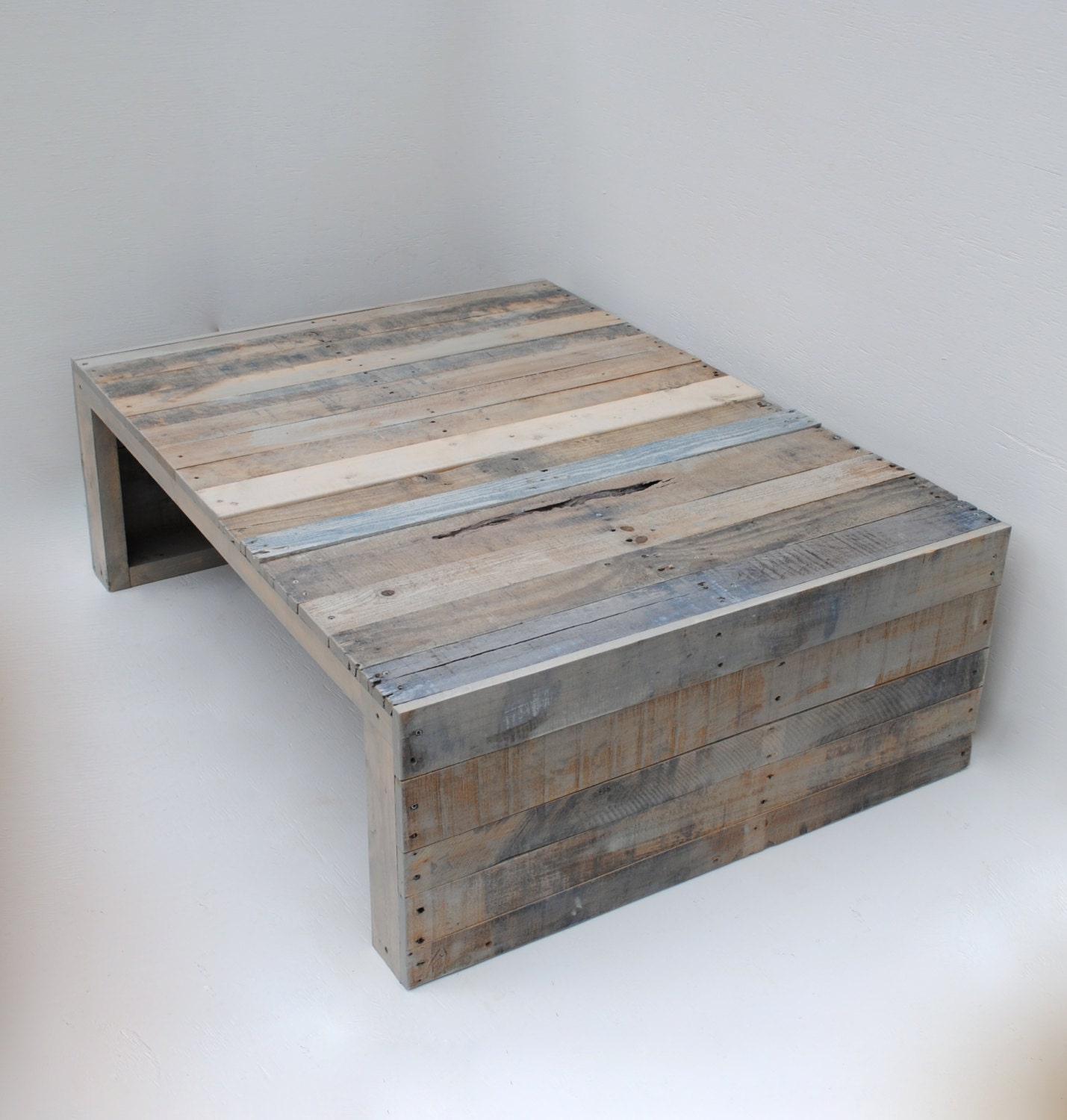 Modern grey reclaimed pallet coffee table by rakamod on etsy for Gray wood and metal coffee table