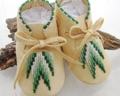 Authentic, Native American, Baby Moccasin, White Leather, Boys Shoes, Green Beads, Unisex Shoes, Infant Moccs, Toddler Moccs, Baby Crib Shoe