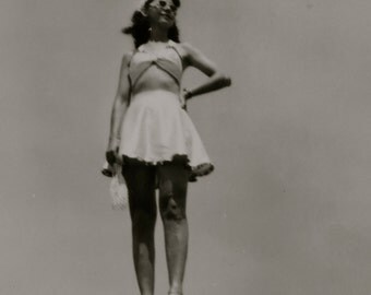 On Top Of The World 1940's Hottie Shows Off Her Great Legs Snapshot Photo - Free Shipping