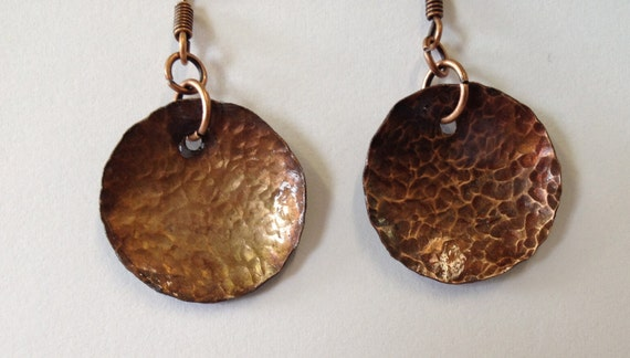 Hammered antique-look round copper earrings