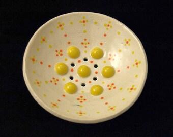 "Round yellow ceramic SOAP dish ""Points"""