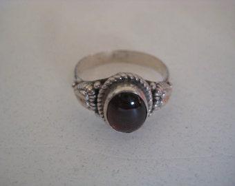 Garnet gemstone vintage sterling silver ring size 7