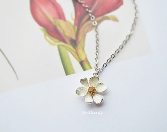 Daisy pendant necklace in silver, Daisy necklace, Everyday necklace, Wedding necklace, Bridesmaid gift