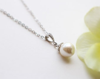 Pearl necklace in silver, Bridesmaid jewelry, Everyday necklace, Wedding necklace