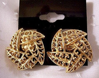 Filigree Leaf Button Clip On Earrings Gold Tone Vintage Beads Scrolls Layered Open Swirls Crimped Edges