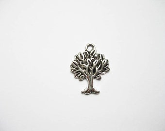6 Tree Charms in Silver tone - C335