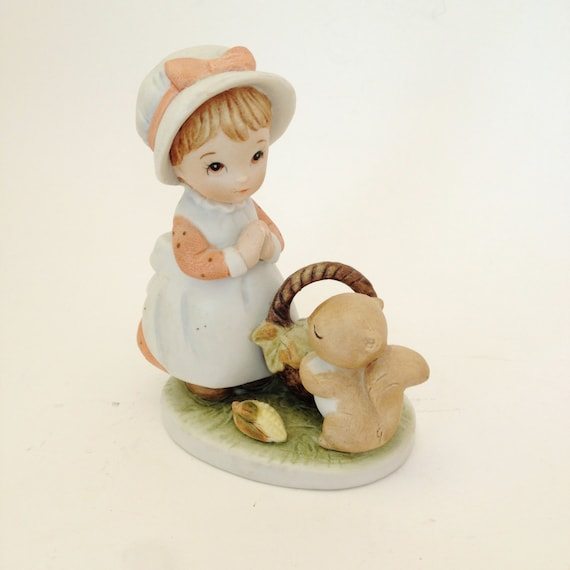 Lefton Thanksgiving Girl Praying ,Vintage  Lefton Pilgrim Girl