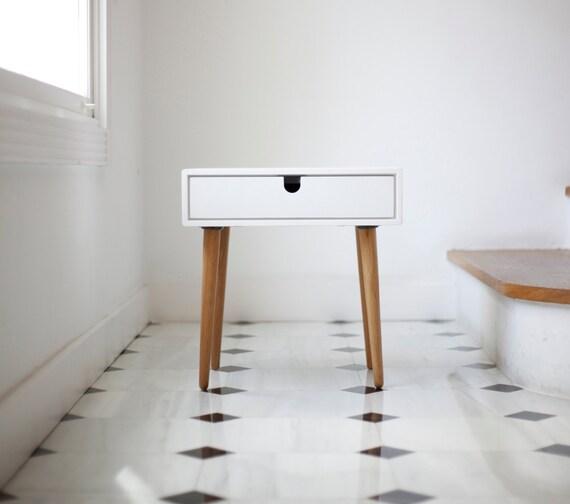 Witte Mid Century Modern Solid Oak Nachtkastje Met Dubbele