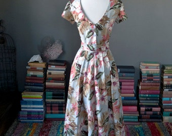 Vintage floral print CUTOUT BOMBSHELL garden party daydress SUNDRESS / 80s 1980s does 50s