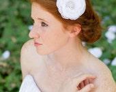 Flower fascinator White hair flower Bridal accessories Ivory hair flower Bridal hair comb Wedding hair flower Wedding hair comb Hair flower