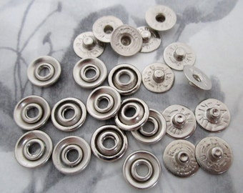30 pcs. silver tone snaps 10mm wide - f4286