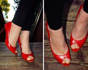 CHERRY 1980's 90's Vintage Italian Red Leather Peeptoe Heels size 7.5 M // by ISAAC MIZRAHI