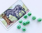 Marbled Pea Green Round Hand Made Glass Beads for Jewellery Making