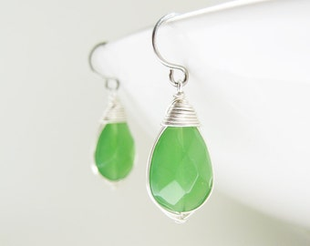 Kelly Green Earrings - wire wrapped glass teardrop available in silver, gold, and bronze, simple emerald green bridesmaid earrings,