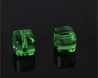 green crystal glass square beads cubes  Loose beads Czech SEW200  quantity 10 beads 4x4x4mm