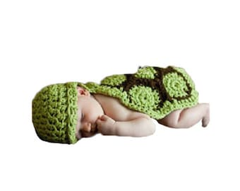 Adorable hand crocheted Green Turtle Photo prop. Fits 0 to 9 months.