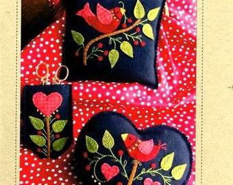 Primitive Folk Art Wool Applique and Embroidery - Americana Needlework Set Pattern - Pincushion Scissor Case