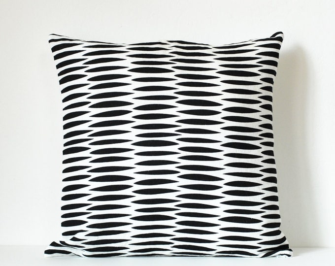 wove pillow cover - black