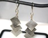 Boucles d'oreilles carré de métal brossé