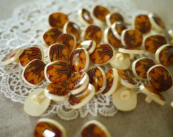 Vintage - 10 Yellow Tiffany Buttons