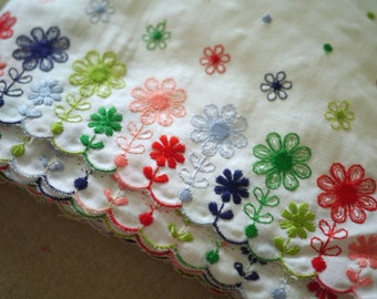 VINTAGE - Colourful Flowers Embroidered Trim