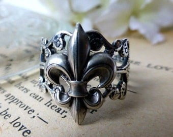 Fleur De Lis Silver Filigree Statement Ring