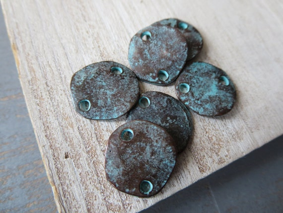 Patinaed Metal casting  connector  flat round organic  freeform rustic link  - green  patina  finish on bronze  - 14 mm / 6 pcs  - 5amk37