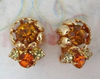 vintage prong set rhinestone flower earrings - j5538