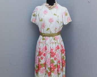 Lovely 1950s/60s Floral Dress for BONWIT TELLER, Parade New York, Pleated Floral Dress  // 34 Bust