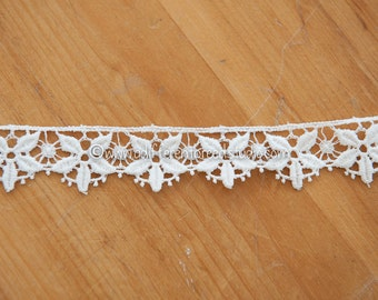 White Daisies - 3 yards Vintage Fabric Embroidered Trim Juvenile 60s 70s New Old Stock