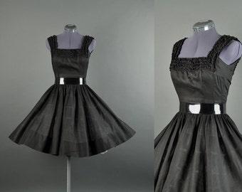 Vintage 1950s Dress / cotton full skirt dress  / 50 Dress / 1950s day Dress / black Jerry Gilden lace dress S