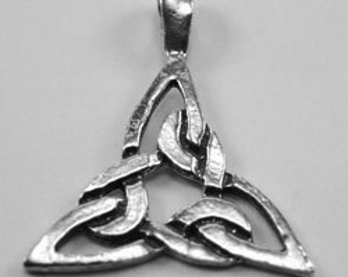 x2 Small celtic knot Triangle 1 bail Australian Petwer (R97)
