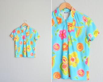 vintage '90s BRIGHT aqua blue COLORFUL FLORAL short sleeve button-up shirt. size xs s m l.