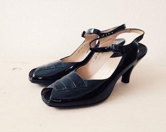 1940s heels / black patent heels / La Salle Mary Janes