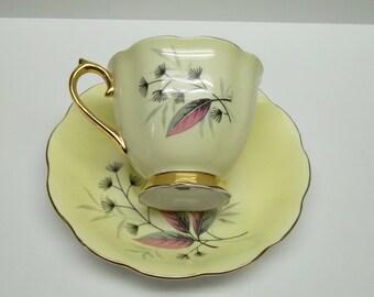 Vintage Royal ALbert Bone China porcelaine,gold handle feet tea cup-saucer,royal albert floral tea cup-saucer,Royal Albert china porcelaine