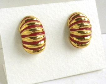 Vintage Red Ribbed Half Hoop Pierced Earrings - Gold Tone