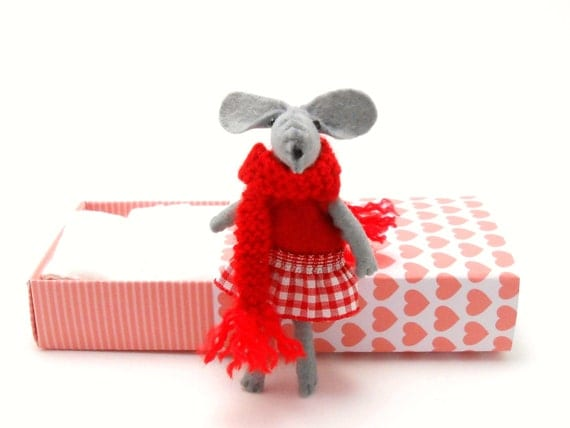 Stuffed felt mouse red Valentines day