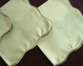 EMBROIDERY Napkins Bucilla needlepoint Cross Stitching Green Scalloped to Finish Set 4