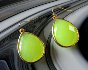 Faceted Chartreuse Gold Bezel Setting Glass Pierced Earrings
