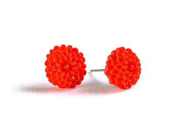 Petite red siam chrysanthemum mum hypoallergenic stud earrings (714) - Flat rate shipping