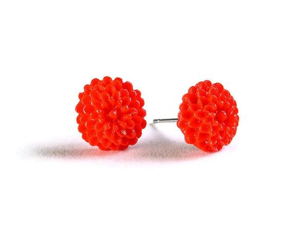 Petite red siam chrysanthemum mum hypoallergenic stud earrings (714) - Flat rate shipping