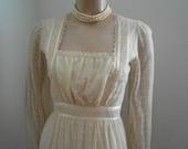 1970's off-white princess lacey maxidress - size S-M