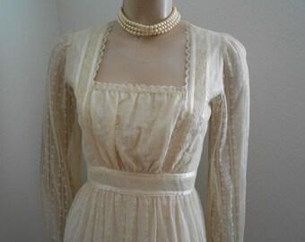 1970's off-white princess lacey maxidress - size S