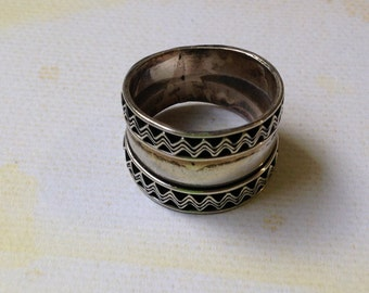 Vintage 90's CHUNKY Sterling SILVER RiNG//  Imported TRiBAL Silver Ring // BoHo Tribal Sterling Silver Ring / Silver Band WAVES Pattern