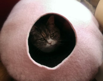 Cat Cave / cat bed - handmade felt - light Pink/Grey or all Pink -S,M,L,Xl + free felted balls